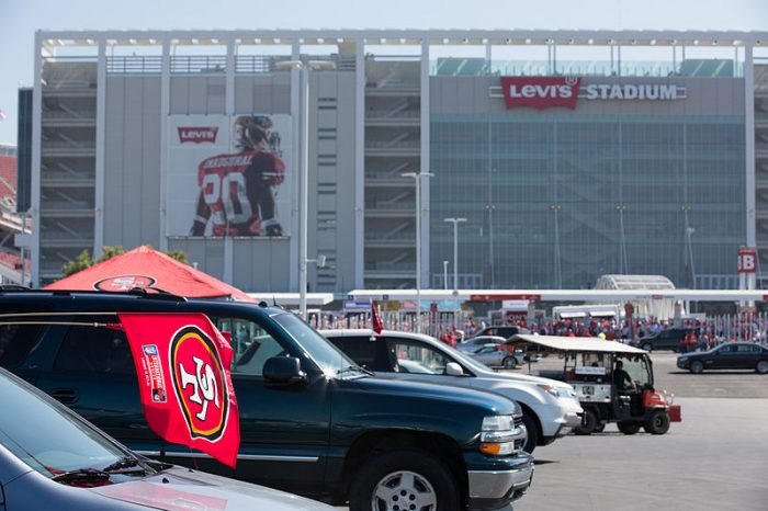 By Matthew Roth (Flickr: #NinersYodel 49ers Faithful-21) , via Wikimedia Commons.